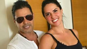 Zezé Di Camargo abraçado com Graciele Lacerda