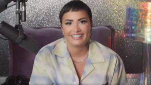 Demi Lovato sorrindo