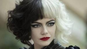 Emma Stone caracterizada como Cruella
