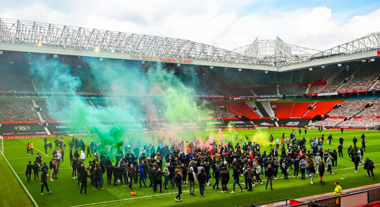 united fans invade old trafford