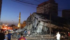 Ataque aéreo de Israel faz com que prédio de 13 andares desabe na Faixa de Gaza