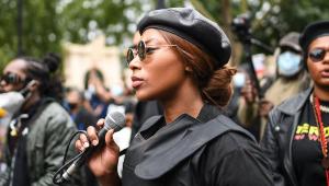 Sasha Johnson, importante membro do Black Lives Matter no Reino Unido, foi baleada na cabeça e está em estado crítico