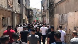 Palestinos participam de velório de refugiado morto por forças secretas israelenes