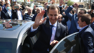Presidente da Síria, Bashar al-Assad, vota em seção eleitoral na cidade de Duma, nos arredores de Damasco