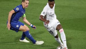 Vinicius Jr. em ação em Real Madrid x Chelsea pela Liga dos Campeões