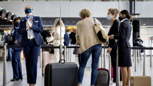 Turistas no Aeroporto de Schipol, na Holanda
