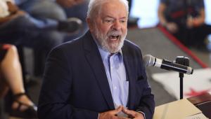 Lula discursando no Sindicato dos Metalúrgicos, em São Bernardo do Campo, em março deste ano