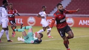 Gabigol comemora em vitória do Flamengo sobre a LDU