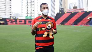 Gil do Vigor sofre ataque homofóbico de conselheiro do Sport e lamenta: 'Machuca muito'