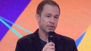 Tiago Leifert fazendo o discurso na final do BBB 21
