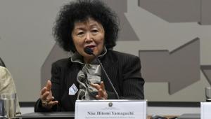 Mulher oriental fala no Senado
