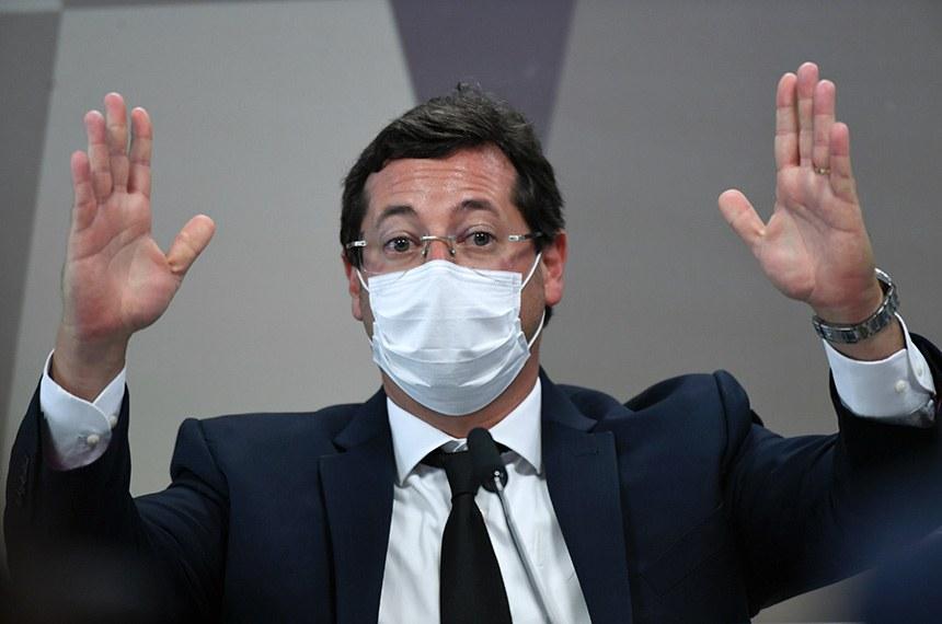 Depoente de máscara no plenário da CPI da Covid-19