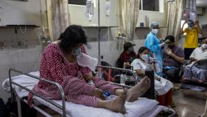 pacientes de covid-19 em hospital na Índia