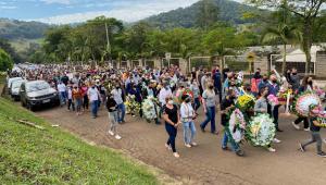 Vítimas do atentado em creche de Santa Catarina são enterradas nesta quarta