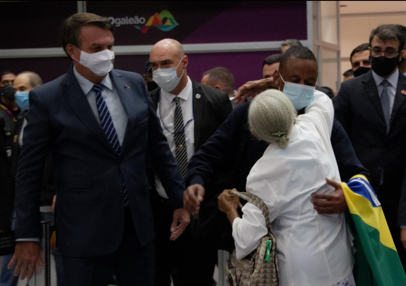 Robson chega ao Brasil vindo da Rússia e é recebido pelo presidente jair bolsonaro