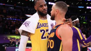 LeBron James abraça Curry após vitória dos Lakers