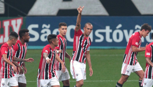 Miranda marcou para o São Paulo contra o Corinthians