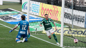 VIctor Luís comemorando gol contra o Corinthians