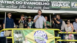 Bolsonaro discursa sobre trio elétrico durante manifestação em apoio ao seu governo