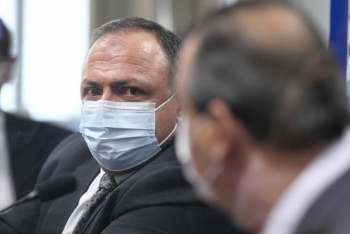 Senador defende atuação de Pazuello na Saúde: 'Conseguiu fazer a tragédia ser menor'