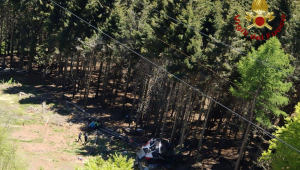 Teleférico cai e deixa mortos na Itália