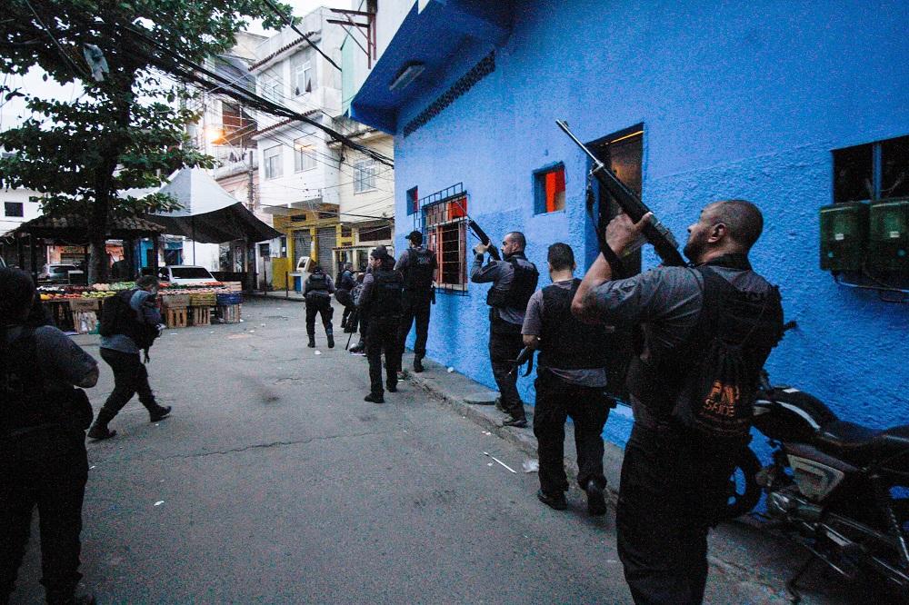 Operação policial em favela do Rio deixa pelo menos 15 mortos