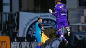 Goleiro Vanderlei é destaque da partida entre Vasco e Botafogo