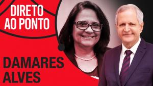 Montagem com a foto da ministra Damares Alves e o apresentador Augusto Nunes com os dizeres 'Direto ao Ponto' em branco