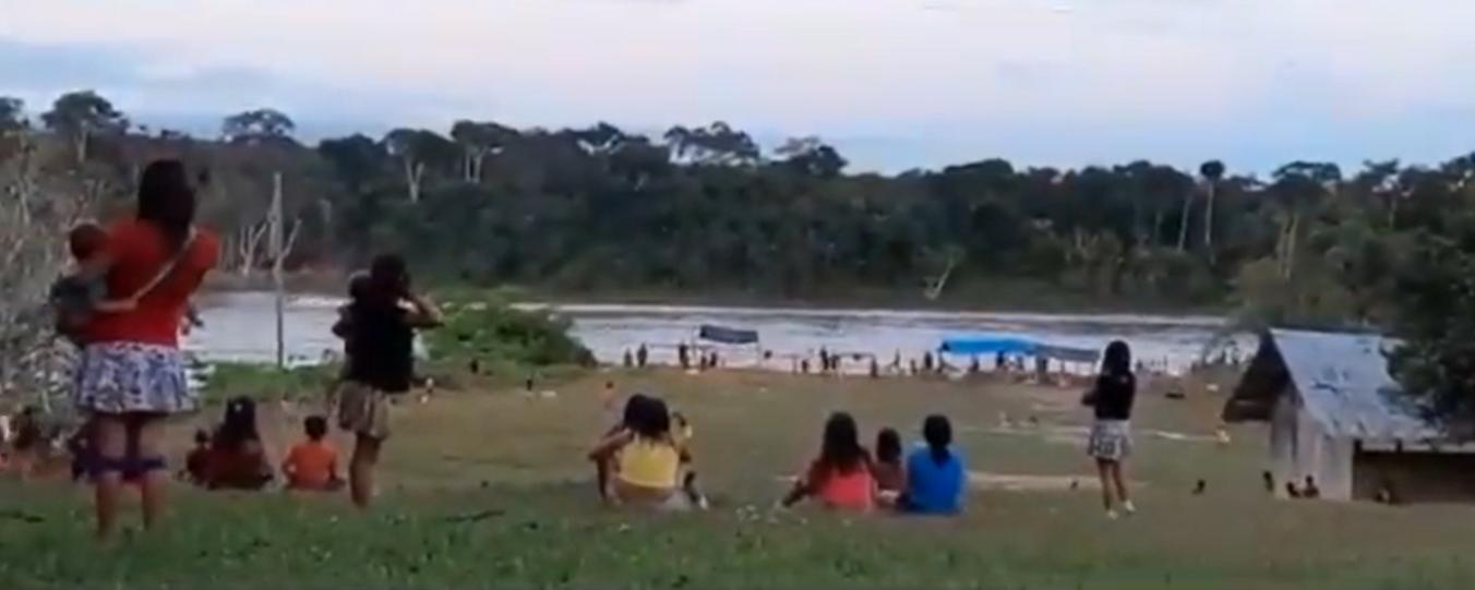 indígenas yanomami sob ataque de garimpeiros em Roraima