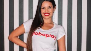 Ex-BBB Juliette Freire com camiseta do GloboPlay