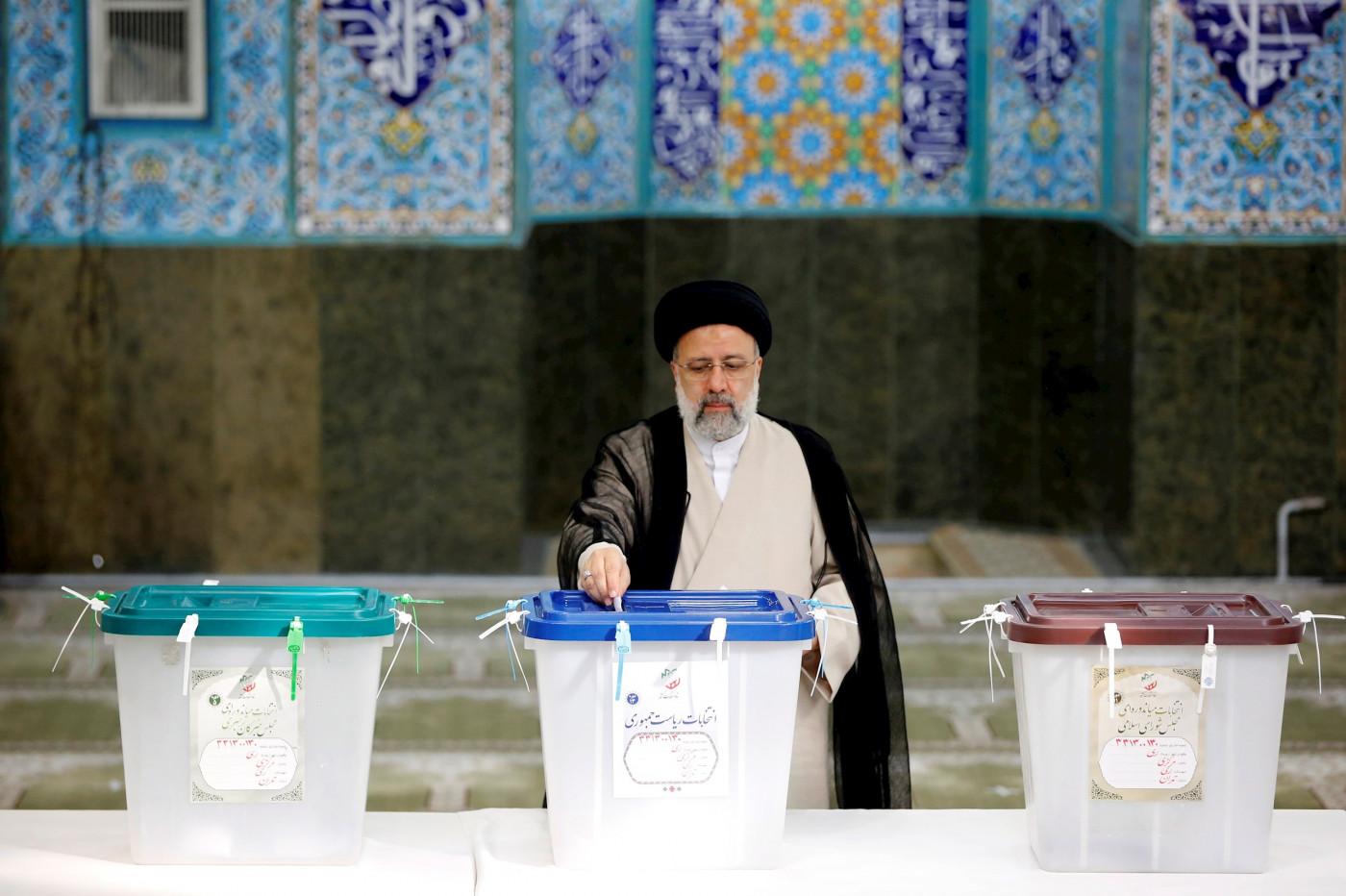 Candidato Ebrahim Raisi vota nas eleições do Irã