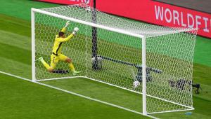 A República Tcheca venceu a Escócia com um golaço do meio-campo pela Eurocopa