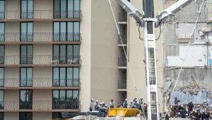 escombros de desabamento de prédio em miami