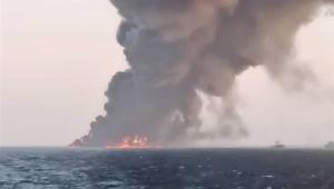 Maior navio da Marinha do Irã naufraga após pegar fogo no Golfo de Omã