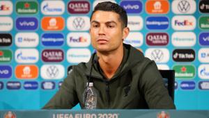 Cristiano Ronaldo mudou de posição as garrafas de refrigerante da Coca-Cola antes de conceder entrevista coletiva