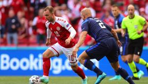 Crhistian Eriken desmaiou durante a partida entre Dinamarca e Finlândia