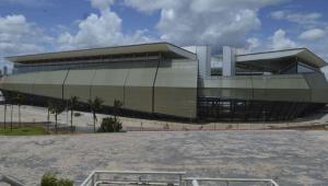 Vista diurna da parte externa da Arena Pantanal, em Cuiabá