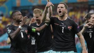 Marko Arnautovic comemorando seu gol durante Áustria x Macedônia Norte