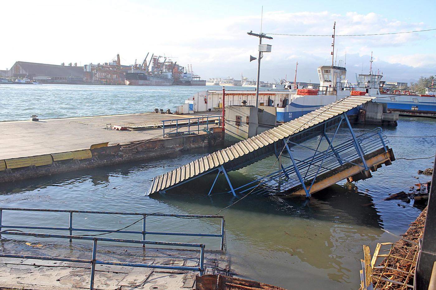 Plataforma de embarque ficou destruída