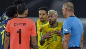 Jogadores de Brasil e Colômbia discutem durante partida válida pela Copa América