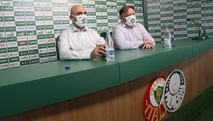 Anderson Barros, diretor do Palmeiras, ao lado do presidente Maurício Galiotte