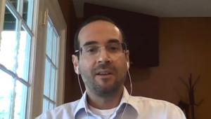 Arthur Weintraub dando entrevista para o programa Os Pingos Nos Is