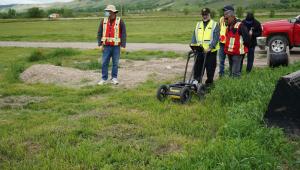Membros de um grupo indígena encontraram 750 tumbas em escola no Canadá