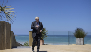 Boris Johnson anuncia que G7 promete 1 bilhão de doses aos países mais pobres