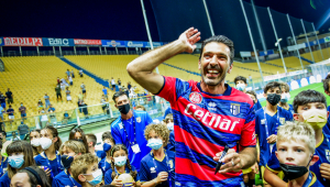 Buffon foi apresentando no Parma