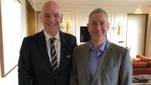 Presidente afastado da CBF, Rogério Caboclo, recebendo a visita de Gianni Infantino, em 2018