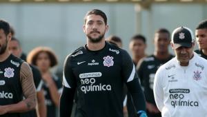 Caíque França durante treinamento no Corinthians