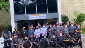 Policiais civis em frente à delegacia após ação que matou o miliciano Ecko