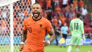 Debay comemora gol marcado pela Holanda contra a Áustria