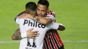 Luciano abraça Marinho antes de Santos x São Paulo